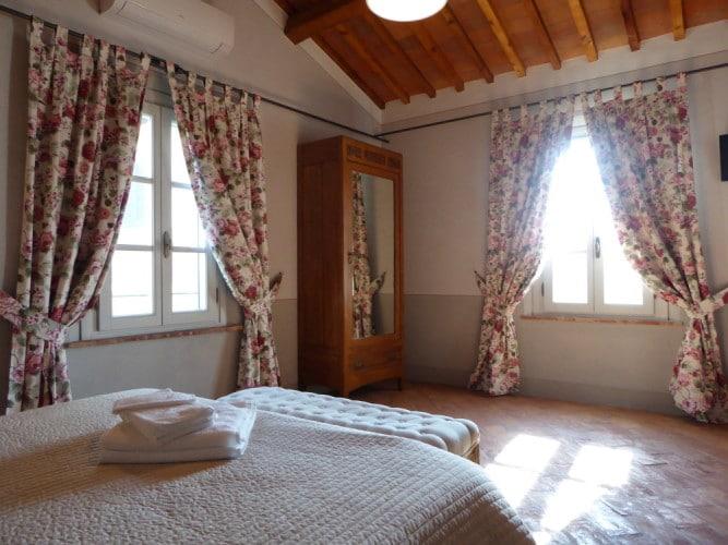 camera da letto della rosa matrimoniale casa vacanze villa cerine