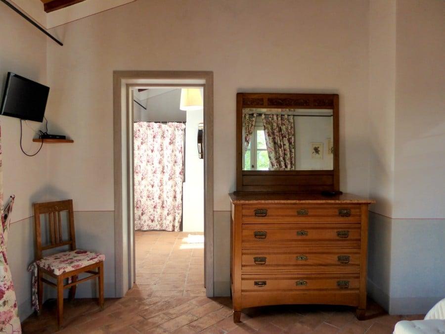 mobile camera da letto matrimoniale delle rose casa vacanze villa cerine