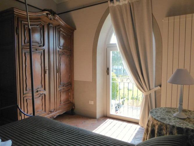 camera da letto baldacchiona casa vacanze villa cerine