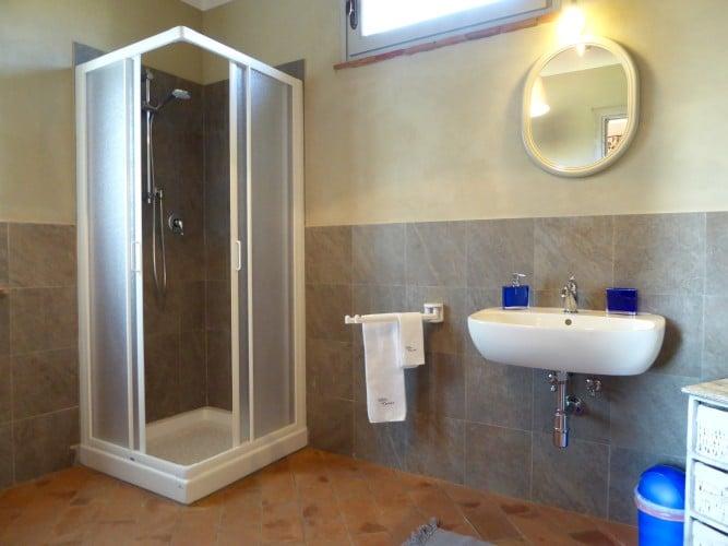 doccia bagno piano terra casa vacanze villa cerine