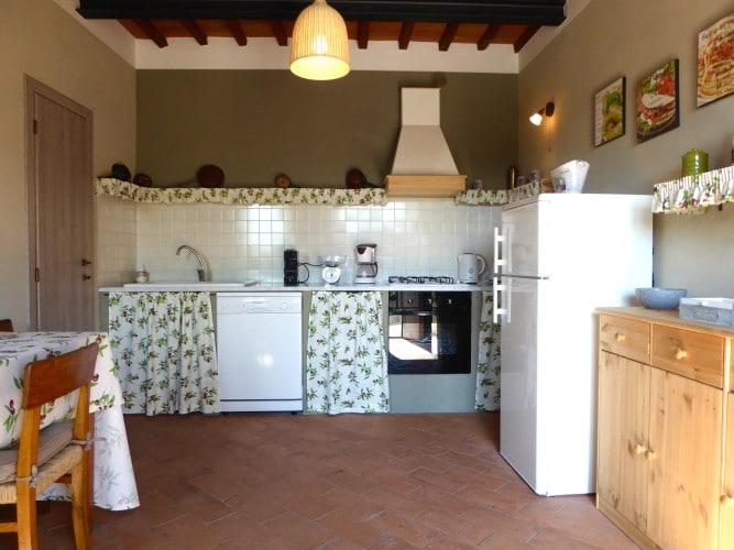 cucina con forno piano terra casa vacanze villa cerine