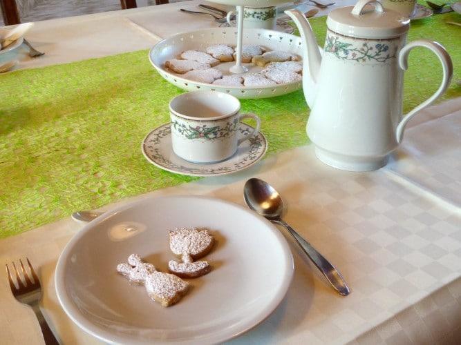 colazione in sala da pranzo villa cerine casa vacanze
