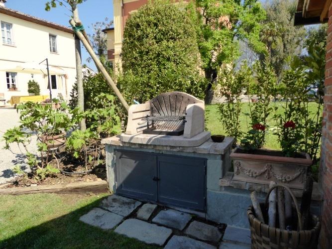 barbecue esterno in giardino casa vacanze villa cerine